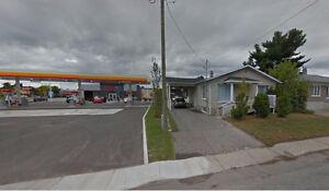 Maison avec abris d'auto, centre d'achat les Rivières 2 ch pos 3
