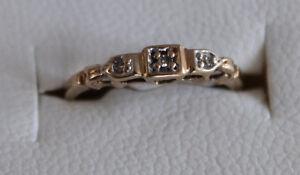 bague or jaune 10 k 250 $ gr 4 et demi avec 3 beau diamants
