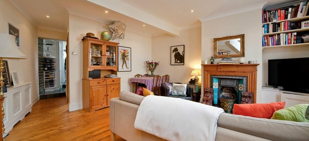 SPLIT LEVEL 2 DOUBLE BEDROOM PERIOD HOUSE with REAL WOOD FLOORS and CHARACTER FEATURES