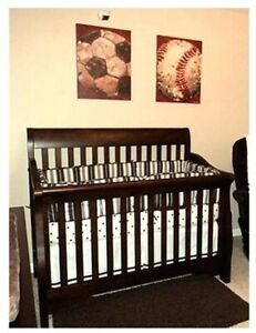 Convertible Baby Crib and matching Dresser / Change Table