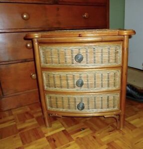 NIGHT TABLE FRENCH  PROV., PAIR VINTAGE, SHAKER, DESIGNER WICKER West Island Greater Montréal image 9