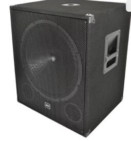 QTX 18 inch 1000 W bass speakers. 6 months old and never used .