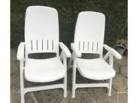 TWO GOOD QUALITY STRONG RECLINING PLASTIC GARDEN CHAIRS IN GREAT CONDITION