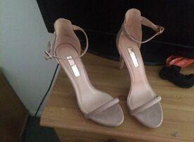Nude heels size 5