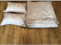 Brand new Dorma king size luxury bed throw & pillow