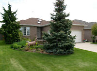 POPULAR LOCATION AND POPULAR RANCH / BUNGALOW !