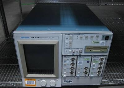 Tektronix Dsa 602a Signal Analyzer 100-240v 5060hz With 4 Channel Amps
