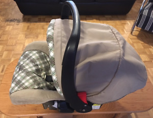 SAFETY 1st INFANT CAR-SEAT IN EXCELLENT CONDITION!!