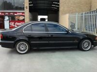BMW E39 523i 1999 BLACK DRIVERS DOOR FULLY COMPLETE WHOLE CAR BREAKING