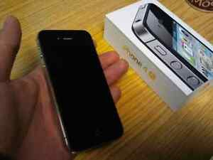 Unlocked 100% iPhone 4s 8GB $115;comme neuf