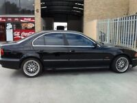 BMW E39 BLACK 523i 1999 DRIVERS DOOR COMPLETE PLUG IN AND AWAY YOU GO!