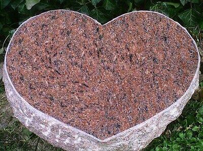 Grabstein, Liegestein, aus Granit mit  ihrer  Inschrift