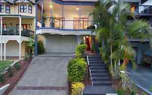 Master room in awesome 4 bedroom house with 3 awesome people Norman Park Brisbane South East Preview