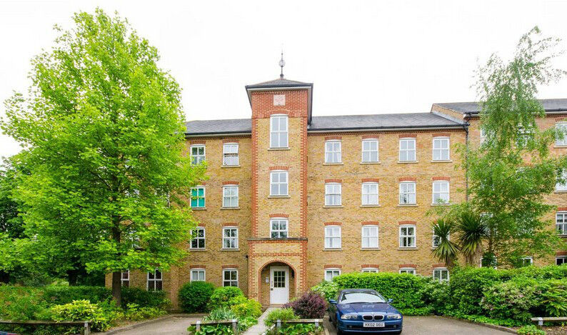 A Fantastic One Bedroom Flat in The Heart of Hither Green