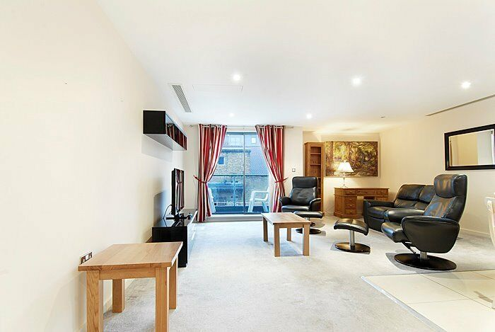 **Impressive 2 Bed, 2 Bath Apartment-Minutes From London Bridge-Available now!**