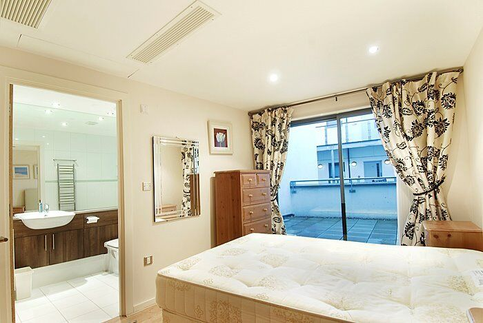 **Newly Renovated 2 Bedroom Apartment - Minutes from London Bridge- Available Now!**
