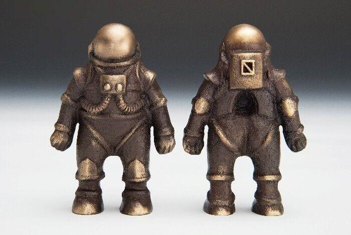 SCOTT NELLES Spaceman