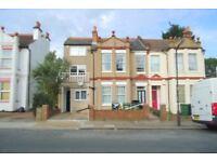 2 bedroom flat in Spencer Road, Harrow, HA3
