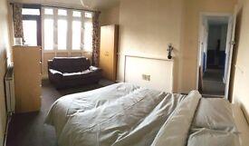 Huge TRIPLE ROOM in friendly flatshare *All incl*