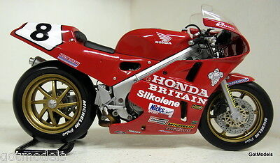UH 1/12 Scale UH4822 Honda RC30 Isle of Man TT Carl Fogarty diecast model bike