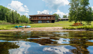 Balsam Valley Kearney- 3,000 sf luxury log cottage - sleeps 12