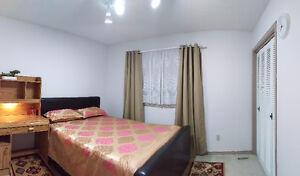 ROOMS For Rent in South Edmonton Students / Working women Edmonton Edmonton Area image 3