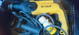De walls 110 hammer drill with bits