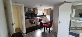 1 bedroom flat in Elmsdale Road, London, E17 (1 bed) (#981294)