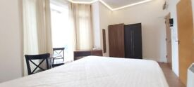 Double room/Bed Sit shower WC and with roof terrace E Castle tube inc bills & internet