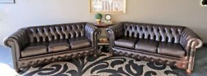 IMMACULATE PAIR OF 3 SEAT CHESTERFIELD SOFA COUCH LOUNGE SUITE