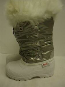 girls winter boots size 2 brand new with tags and very nice
