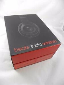 AUCTION Beats by Dr. Dre Studio 2.0 Wireless Bluetooth Over-Ear Headphones Black - a rip on ear pad as shown on photo