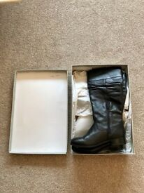 BRAND NEW IN BOX BLACK LEATHER BOOTS KURT GEIGER! SIZE 6 UK (EU 39)