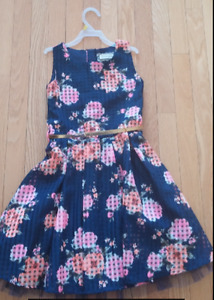 Size 6/7 dress with gold belt