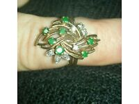 Diamond and emerald 18ct gold ring. 5.5grms