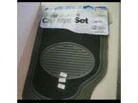 Streetwize 4 piece Universal Allure car mat set with rubber and carpet design, new.