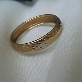 9ct gold two tone ring