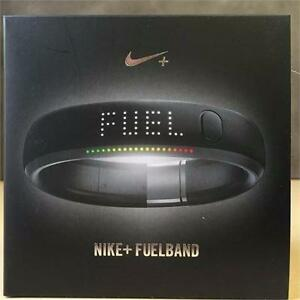 Refurbished Nike+Fuel Band 1st Generation Black/Silver - Size Medium / Large