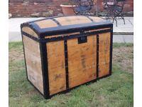 Decorative wooden trunk (w75 h56 d46)