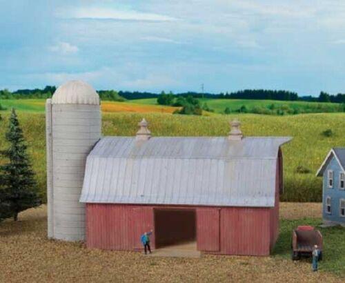 Walthers # 3892 Meadowhead Barn and Silo Kit N Scale  MIB