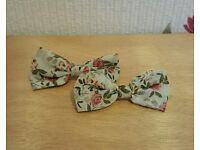 Set of 2 vintage style floral bow hair clips