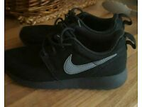 Nike Roshes junior size 2