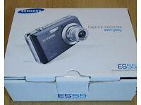 Samsung compact digital camera with extras