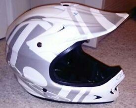 Full face mountain bike helmet size large.. Down hill stunt