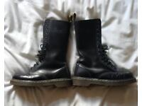 14 EYE DOC MARTIN SIZE 5 PERFECT CONDITION