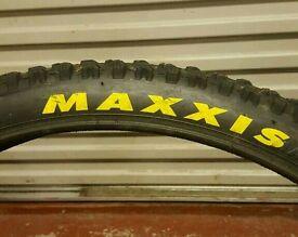 Maxxis Minion DH R Super Tacky downhill mountain bike tyre 26 x 2.35