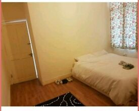 Spacious Double room in Seven Kings all bills + wifi included