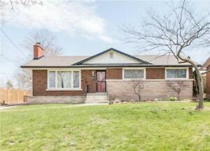 3 Bed Brick Bungalow Located In A Great Area Close To Pen Centre