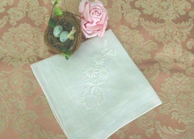 ROMANTIC White on White EMBROIDERED DAISIES Antique BRIDAL Vintage WEDDING HANKY