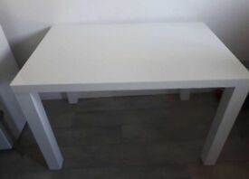 White Highgloss Table For Sale £100